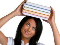 Упражнение с книгой на голове для коррекции осанки