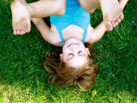 Девочка на гимнастике