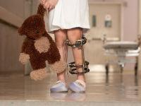У девочки проблема с ногой