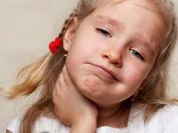 У ребенка болит шея