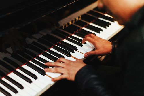 Игра на фортепьяно