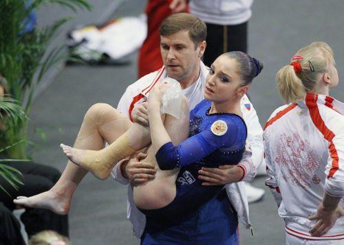 Травма колена у спортсменки
